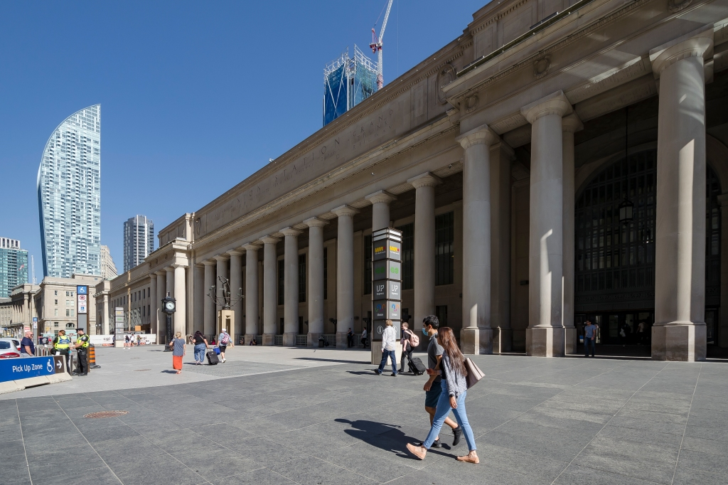 Photo of the exterior of Toronto's Union Station from Front Street