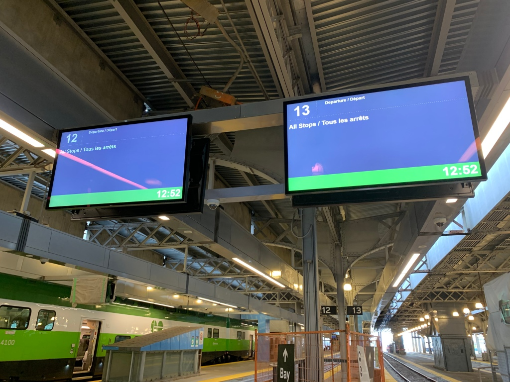 Photo of two new departure TV screens at Union Station on the GO Train platform